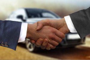Zakup auta w komisie lub od osoby fizycznej – jakie są prawne różnice